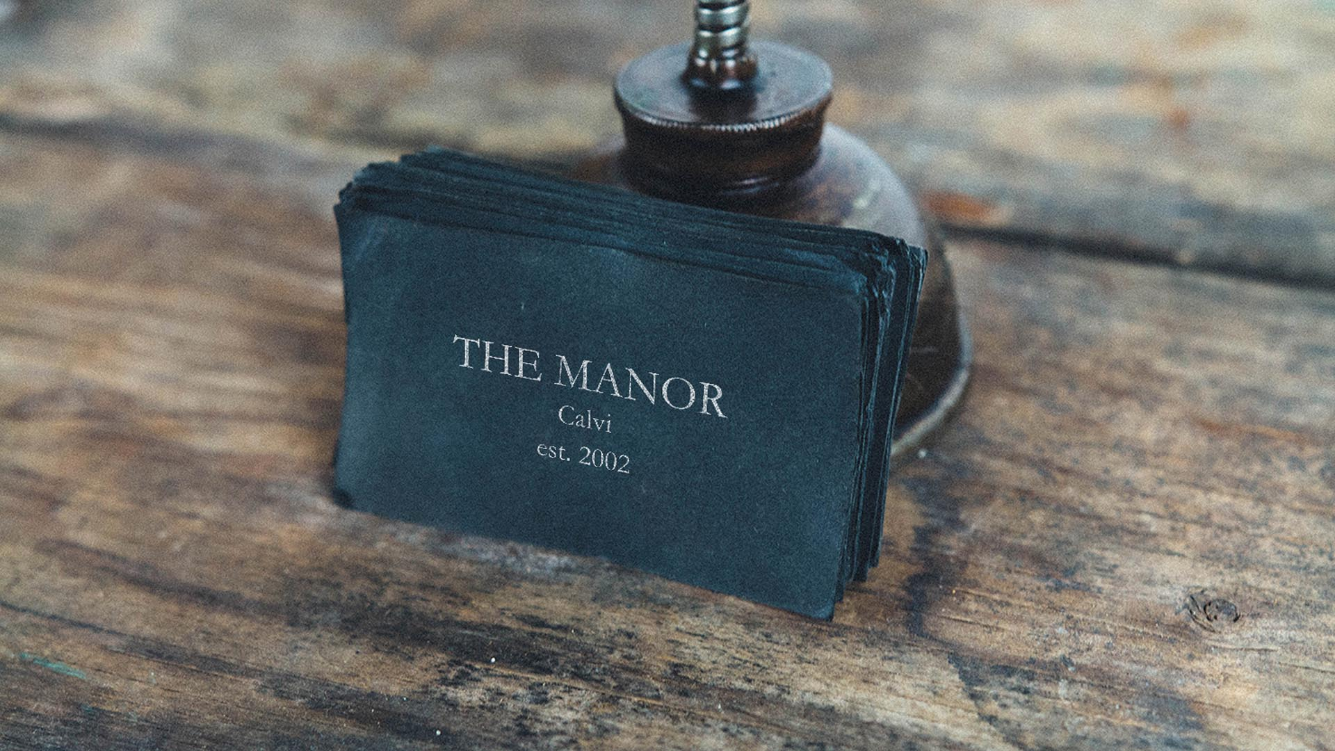 slider-the-manor-cloche